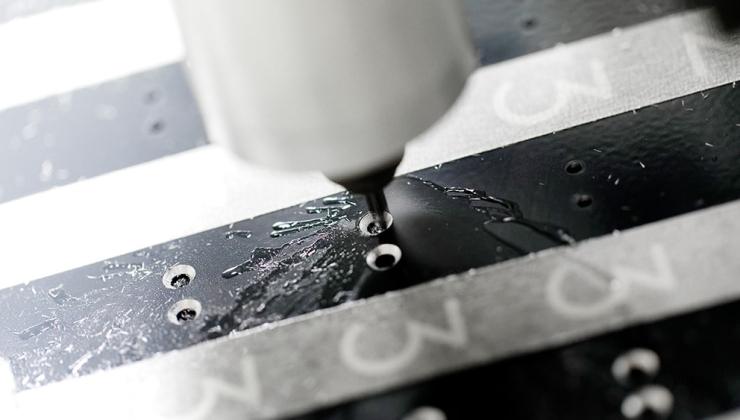 Réalisation de perçages sur matières plastiques et métalliques