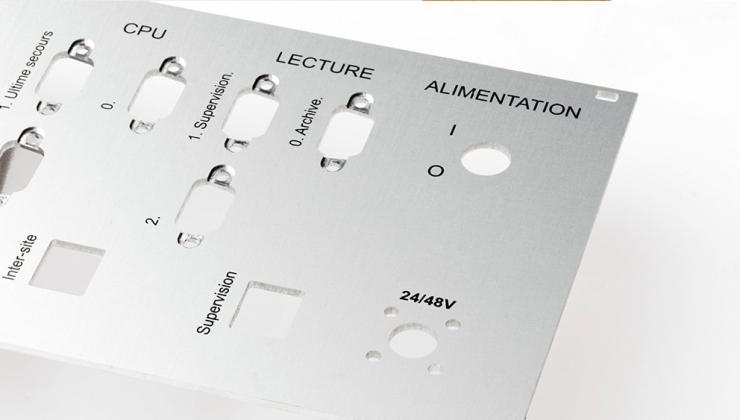 Face avant réalisée en aluminium imprimé par sérigraphie