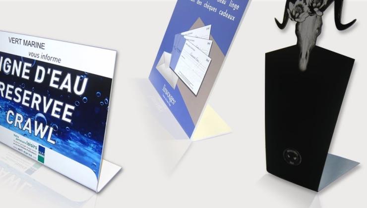 Chevalets imprimés réalisés en PVC blanc ou coloré avec un pliage