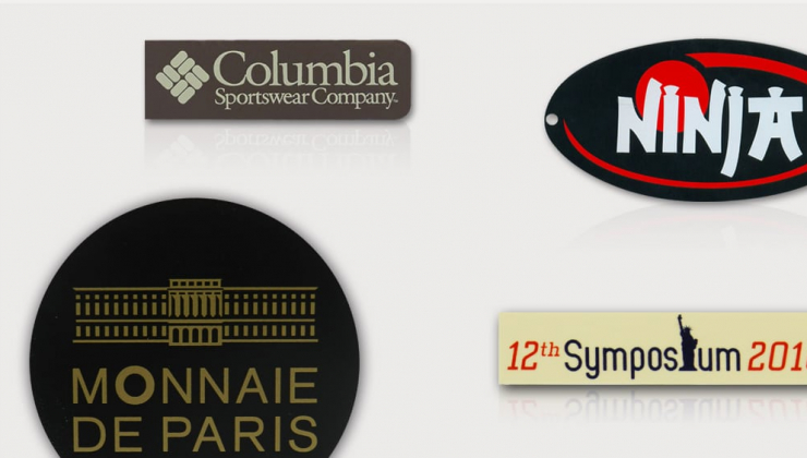 Plaques de marque réalisées en impression sérigraphique sur matières plastiques