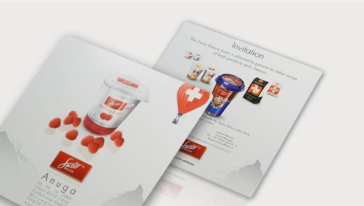 Plaque événementielle d'invitation réalisée en impression numérique recto-verso sur aluminium laqué blanc