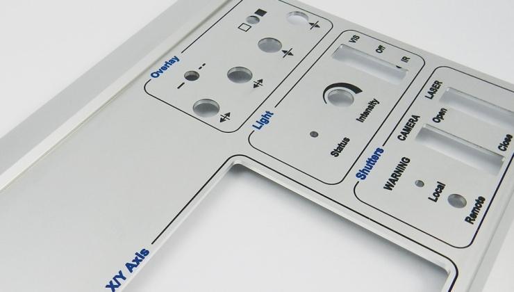 Marquage de face avant sur pièce client en aluminium