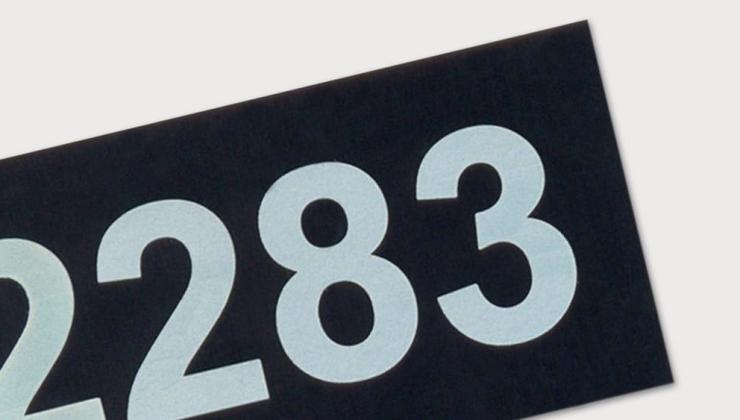 Etiquette d'identification gravée par laser sur matière acrylate