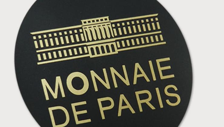 Autocollant réalisé en sérigraphie dorée sur vinyle noir mat