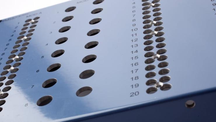 Sérigraphie sur boitier en aluminium laqué