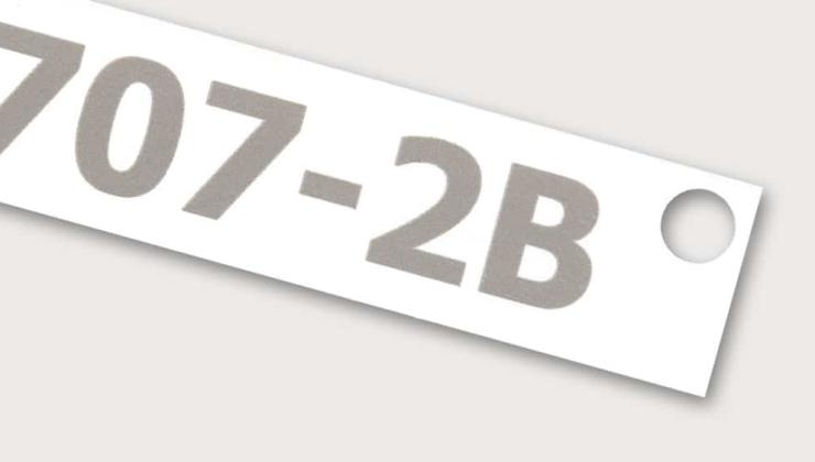 Etiquette numérotée réalisée en gravure laser