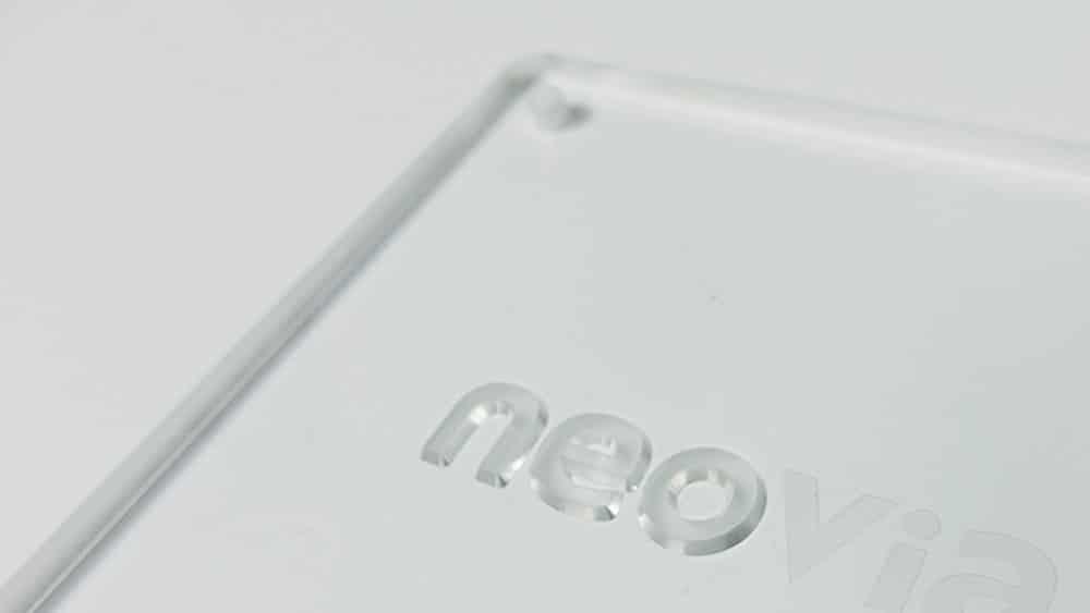 Gravure en relief sur PMMA transparent