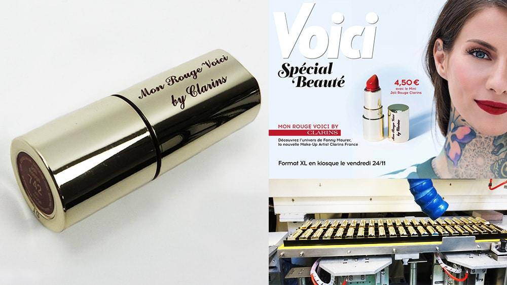 Gravure sur rouge à lèvres CLARINS, pour offre spécial du magazine VOICI