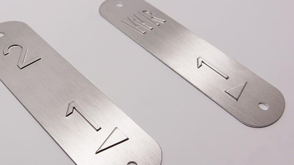 plaque embossés métal