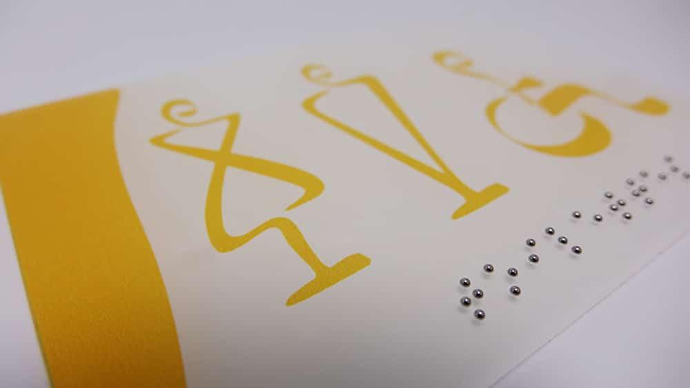 plaques de signalétique braille