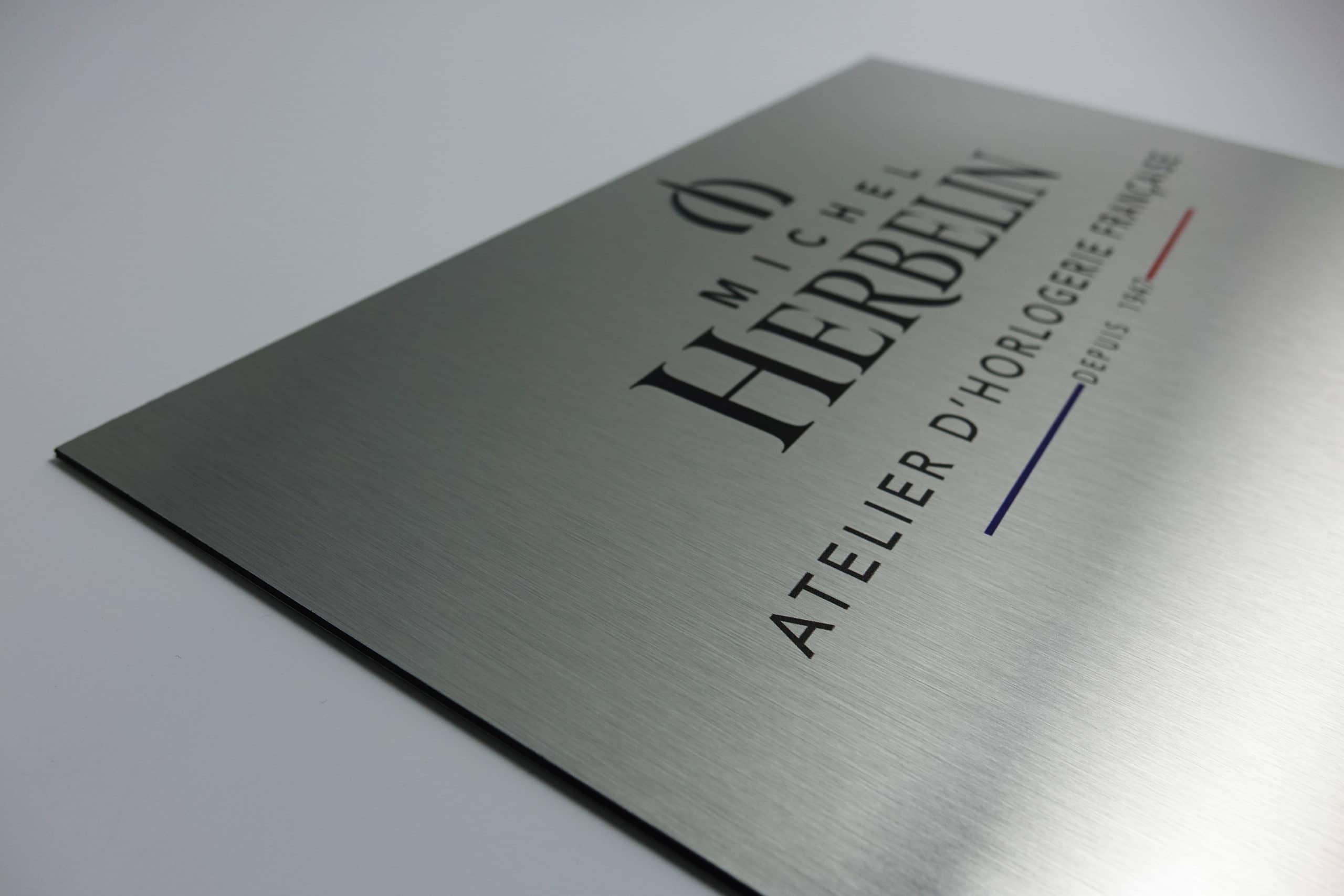 plaques signal tique en dibond imprim pour une horlogerie marquage moderne. Black Bedroom Furniture Sets. Home Design Ideas