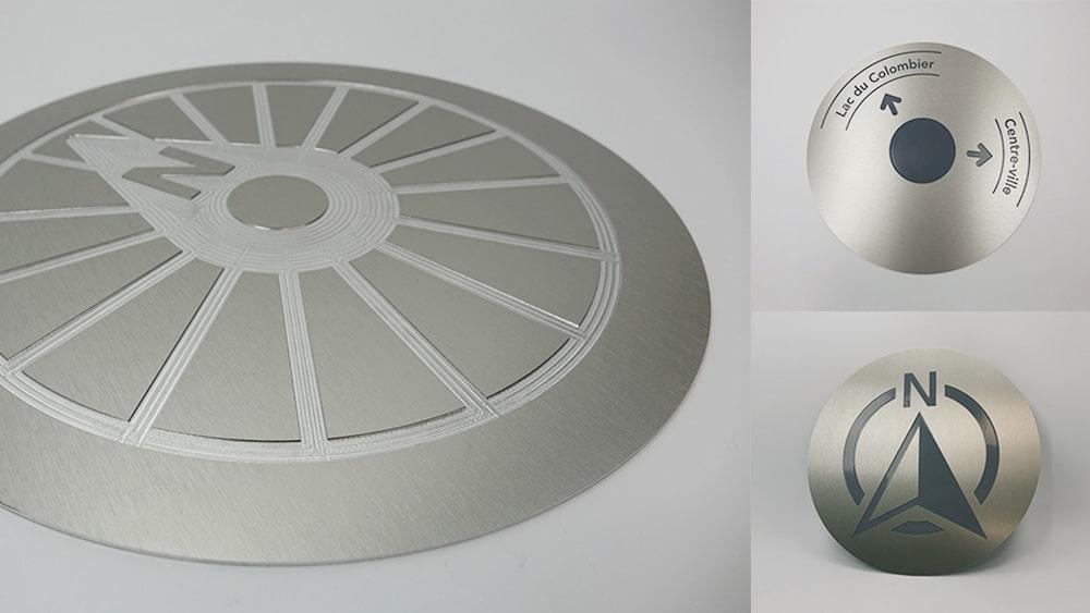 plaque de signalétique aluminium avec gravure en creux